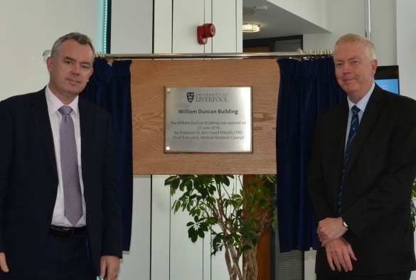 Deputy Vice-Chancellor, Patrick Hackett (L) and Sir John Savill (R)