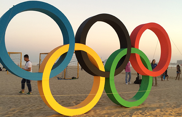 Olympic rings scultpure on Rio beach