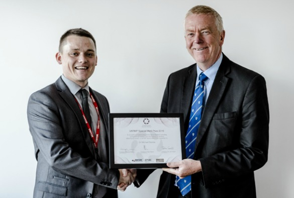 Dr Barrow (L) receiving his Special Merit Prize from Sir John Savill (Photo courtesy of MRC)
