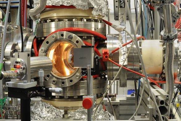 Image: Gas cell used to receive the nobelium isotopes, containing the filament, laser ionisation region, and alpha detectors above and below