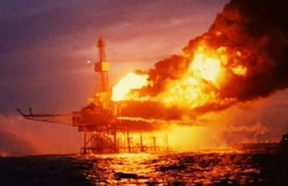 Piper_Alpha_oil_rig_fire-1w