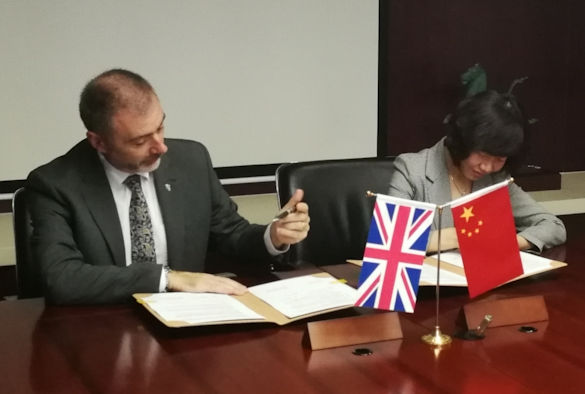 Professor Gavin Brown and Ms Li Qing signing the agreement