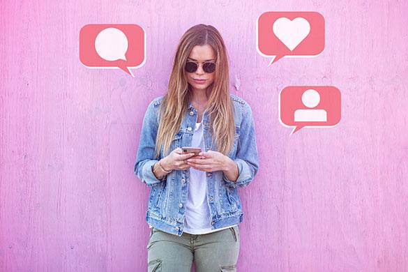 Student using social media